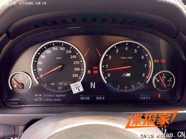 宝马全新一代X6的官图刚发布不久,近日我们的热心网友又提供了一组宝马全新一代X6 M车型的国内路试谍照。据悉,新车有望于今年年底前正式发布。   『宝马全新一代X6 M谍照』 宝马全新一代X6 M的造型将基于全新X6进行调整,新车配备了LED头灯以及尾灯,全车均配备M专属的空气动力学套件,包括运动前保险杠、后扰流板、黑色双竖条双肾格栅等设计。此外,新车尾部排气运用了偏中置双出共四出布局,外后视镜造型也突显运动感,与M家族式车型相符合。    『宝马全新一代X6 M内饰』 内饰部分,宝马全新一代X6 M配备