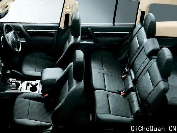 前脸更时尚 三菱推出改款帕杰罗车型高清图片